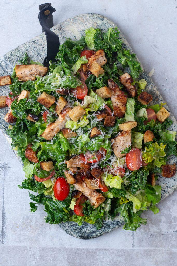 Cæsarsalat med grønkål