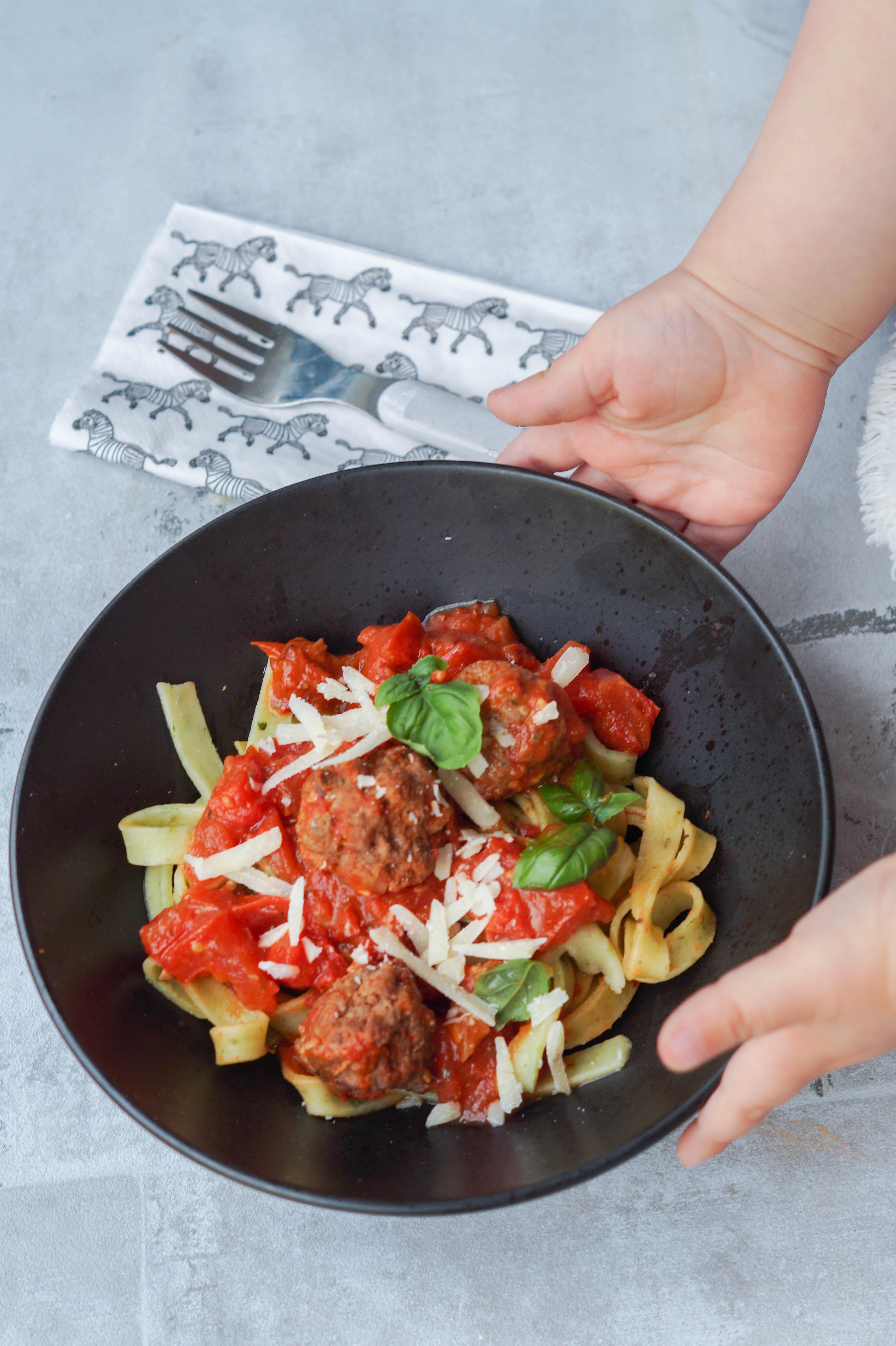 Kødboller og tomatsauce