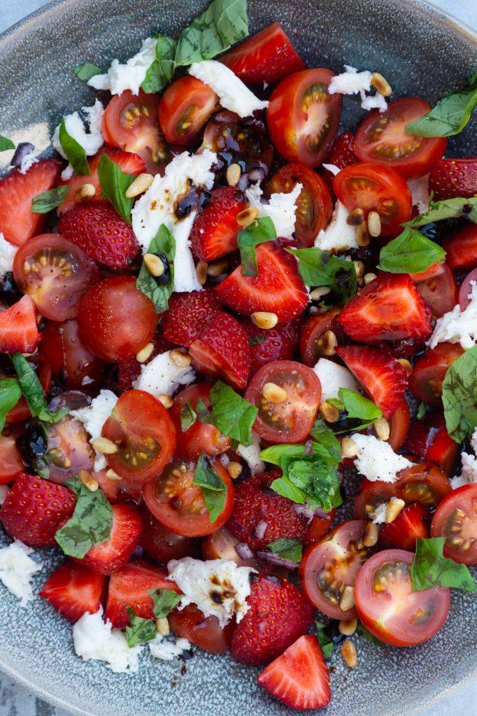 tomatsalat med jordbær