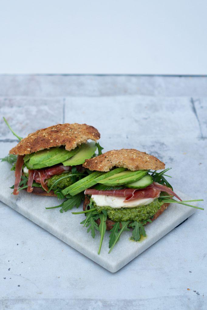 sandwich med serranoskinke