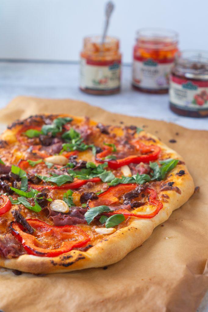 pizza med tomatsauce
