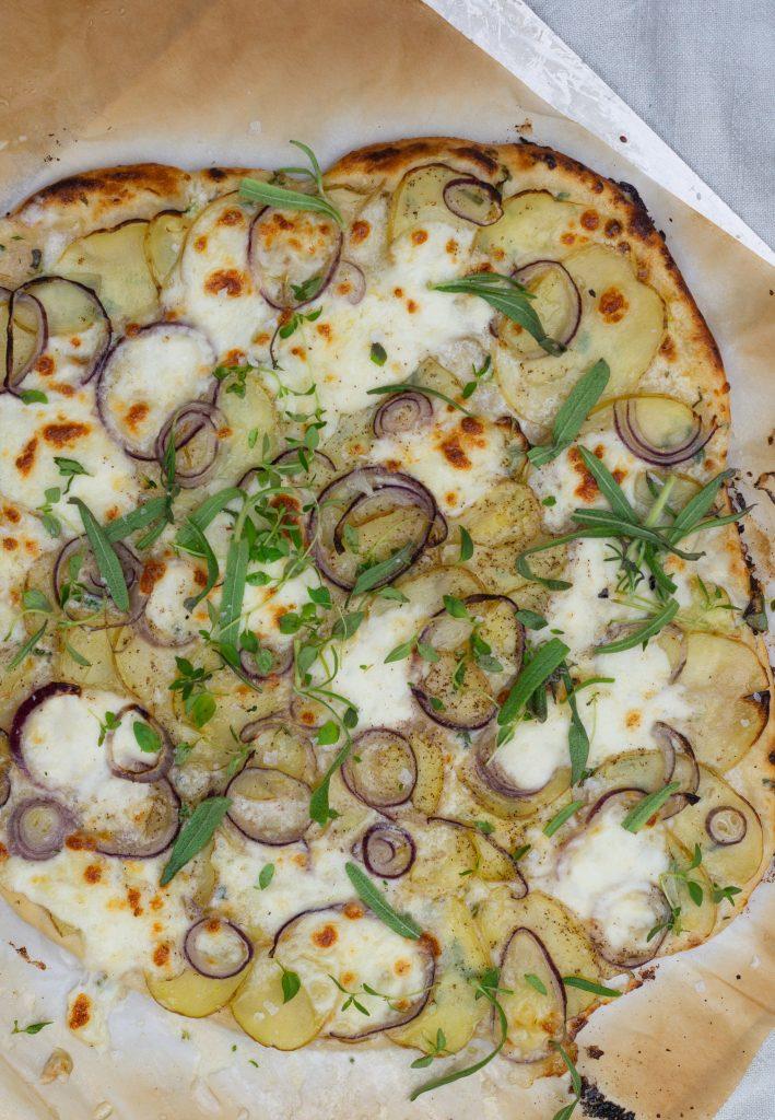 hvid pizza med kartoffel